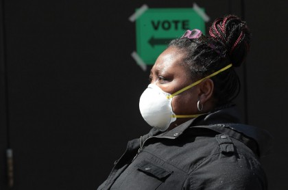 Mujer afroamericana durante la pandemia de coronavirus y COVID-19 en Estados Unidos