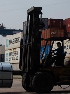Montacarga en puerto