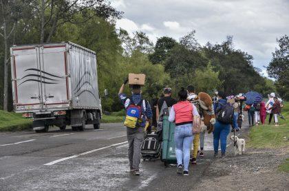 Venezolanos saliendo de Colombia