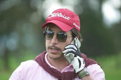 Juanpis González, jugando golf