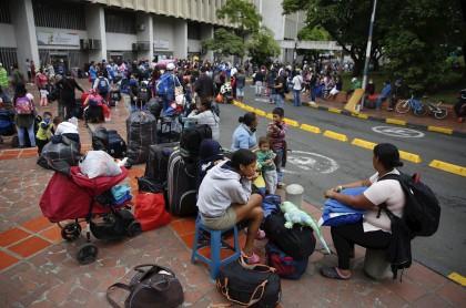 Migrantes venezolanos regresan a su país desde Cali en medio de la pandemia de COVID-19
