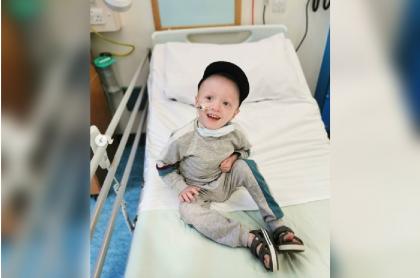 Niño se recupera de COVID-19.