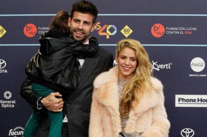 Gerard Piqué y Shakira con sus hijos Milan y Sasha