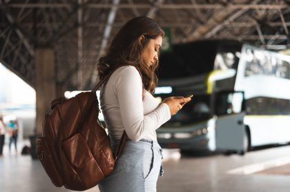 Terminal de bus mujer