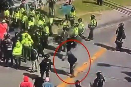 Hombre simula agresión del Esmad en Bogotá
