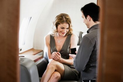 Pedida de mano en avión