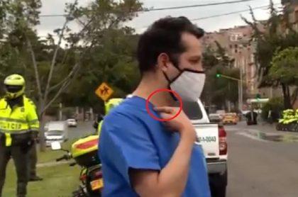 Médico denuncia que manifestantes lo agredieron en Bogotá