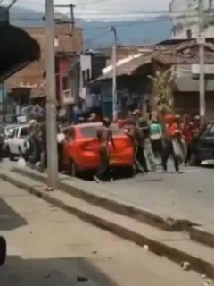 Ataque de habitantes de calle a carro del CTI