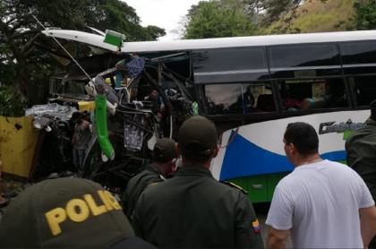 Accidente de bus de servicio público en la vía Santa Marta-Palomino