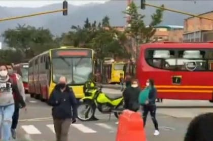 Protestas y bloqueos a Transmilenio en Bogotá
