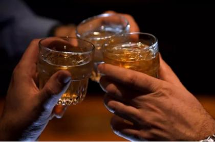 Fiesta, trago, brindis