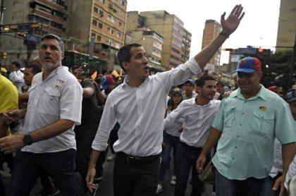Señalan a Juan Guaidó de planear golpe contra Maduro.