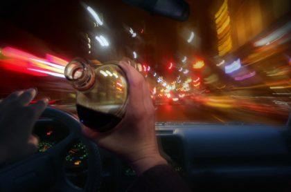 borracho conduce carro