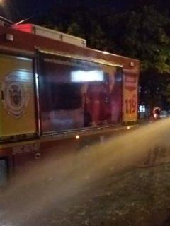 Concejal llenó piscina con carro de bomberos en Santander