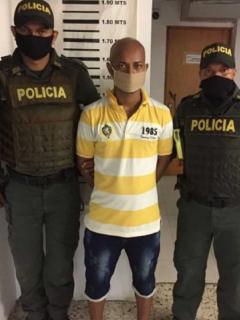 Hombre-con-granada-en-Soledad1