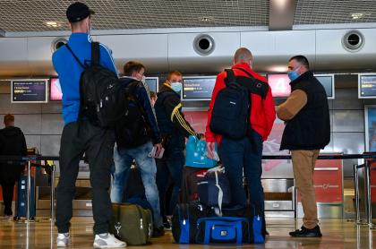 Personas en aeropuerto