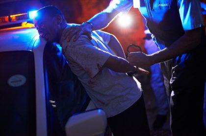 Hombre arrestado policía