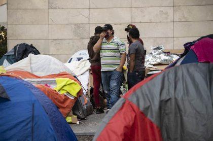 Colombianos pidiendo ayuda para salir de Chile