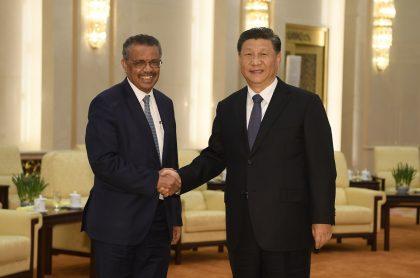 Tedros Adhanom, director de la OMS, y Xi Jinping, presidente de China