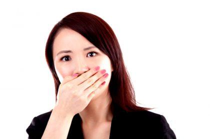 Dificultad para hablar, síntoma grave de coronavirus.