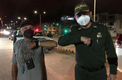 Policía hace paces con anciano agredido.