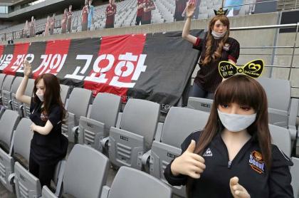 Muñecas inflables en estadio de Corea del Sur