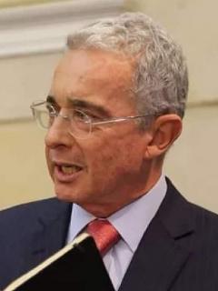 Duro enfrentamiento de Gustavo Bolívar y Álvaro Uribe