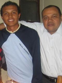 Luis Andrés Colmenares (Q.E.P.D.), con sus papás, Oneida Escobar y Luis Alonso Colmenares, y su hermano Jorge Luis.