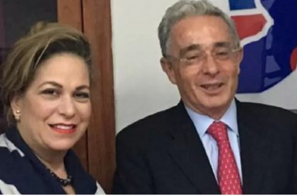 'Caya' Daza con Álvaro Uribe.
