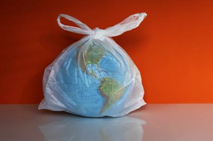 Planeta con bolsa