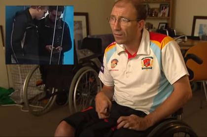Australiano en silla de ruedas.