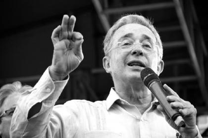 Respuesta de Uribe a indagación de Corte por chuzadas del Ejército