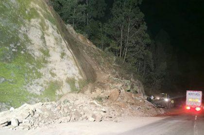 Derrumbe en la vía Bogotá-Villavicencio