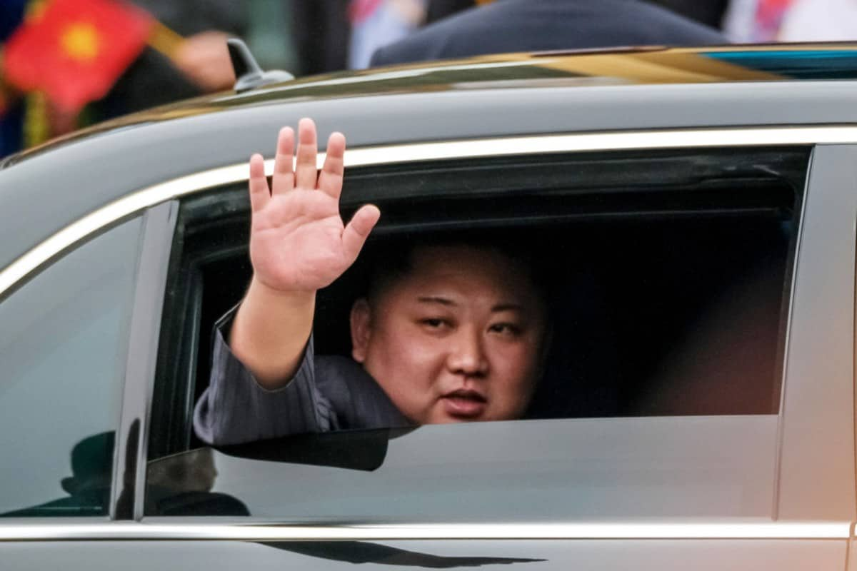 Kim Jong-un salundo antes de reunirse con Donald Trump.