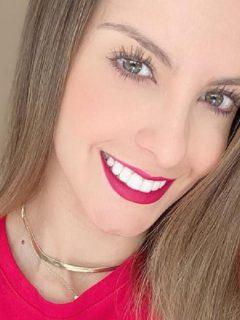 Laura Acuña, presentadora.