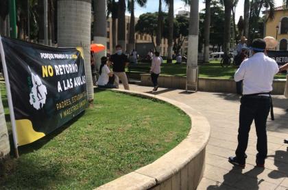 Protesta de profesores por regreso a clases en Colombia