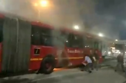 Bus de Transmilenio incendiado