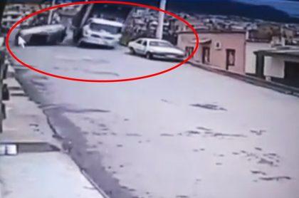 Camión aciidentado en Zipaquirá