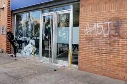 Banco BBVA destruido en Bogotá