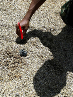 Niña indígena herida por mina antipersonal
