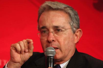 """Uribe pide bombardear campamentos """"terroristas"""""""