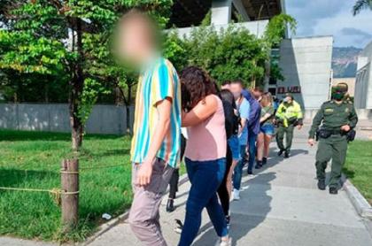 Extranjeros en fiesta durante la pandemia de COVID-19 en Medellín