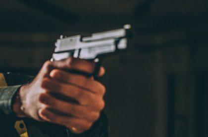 Policía hiere a presunto atracador