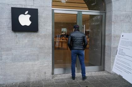 Tienda Apple cerrada por la pandemia de COVID-19