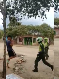 Policías y jóvenes protagonizaron violenta pelea por uso de tapabocas.