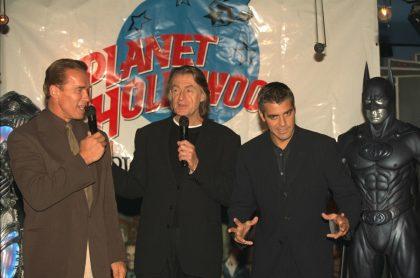 Arnold Schwarzenegger, Joel Schumacher y George Clooney en la promoción de 'Batman & Robin'