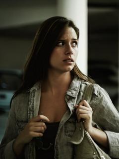 Mujer siendo seguida por un desconocido
