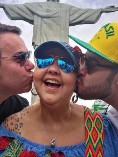 'La Gorda' Fabiola, humorista, con su esposo y colega, 'Polilla', y su hijo Nelson.