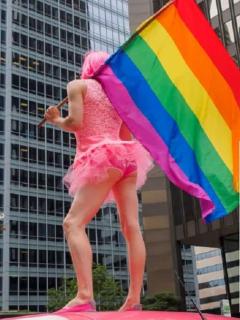 Imagen de referencia de marcha del Orgullo LGTB / Bandera LGTB vandalizada en Villavicencio