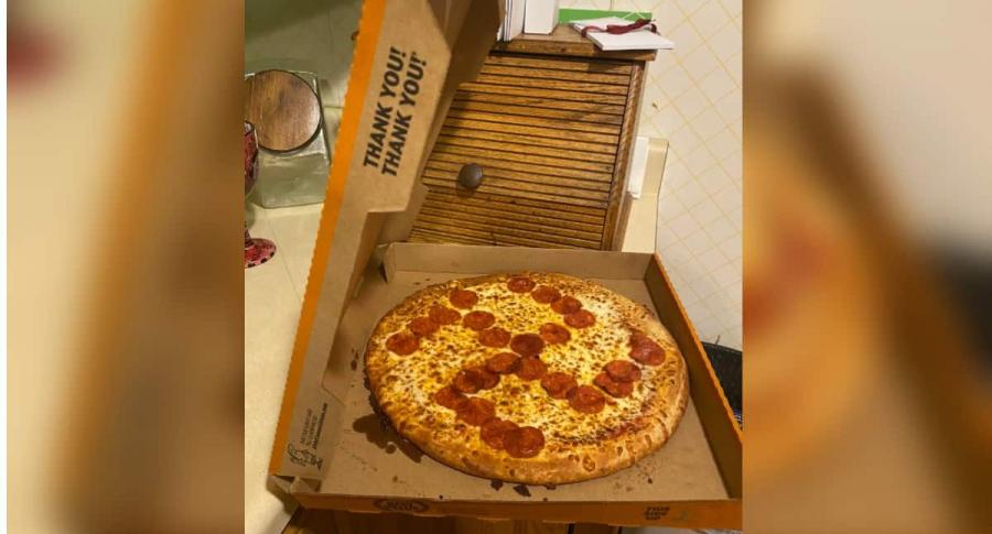 Pizza con esvástica.